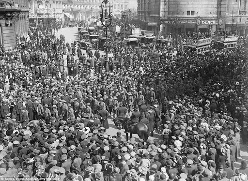 Allied forces during disastrous 1915 Gallipoli mission as Australia marks Anzac Day | Daily Mail ...