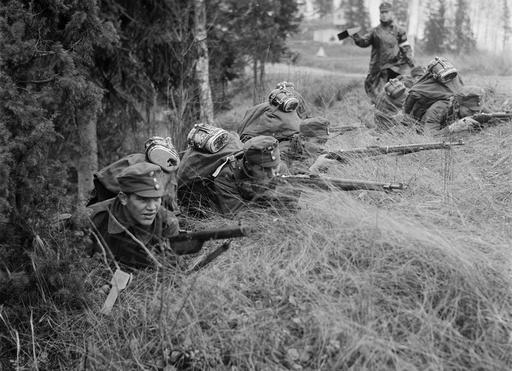[Photo] Finnish Army troops in position during war games, Finland, 1939 | Finland, Troops and Army