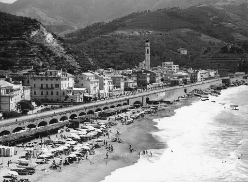 La spiaggia di Moneglia (anni 1925-1950) | Frammenti di Liguria - Ligurian Landscapes |