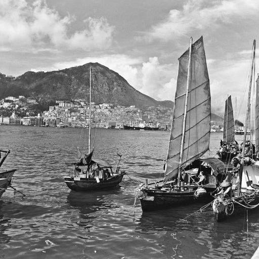 Sampans in Victoria Harbour, Hong Kong Island, 1946-47   Life, not war -- 1940-1949 in 2019 ...