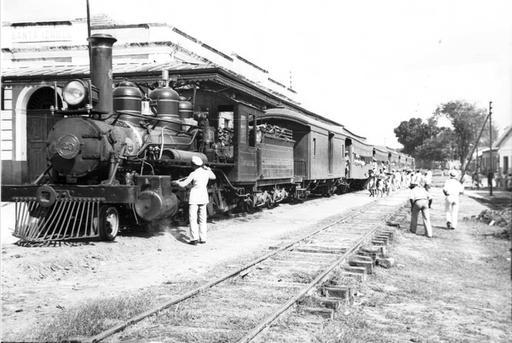 Brazil, child vendors selling to passengers on train at Santa Isabel do Pará station; por Robert ...