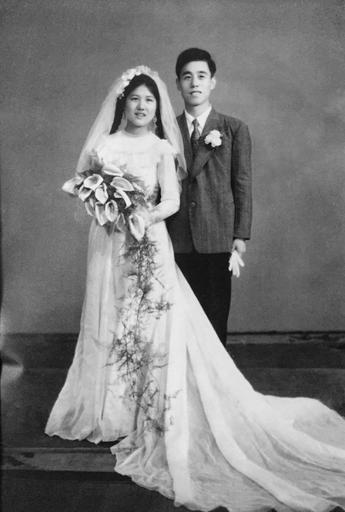 My grandparents on their wedding day in 1955 in Shanghai, China | Making Histolines