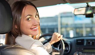 Bør unge kjøpe bilforsikring gjennom foreldrene sine?