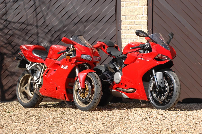 multiple_red_motorbikes