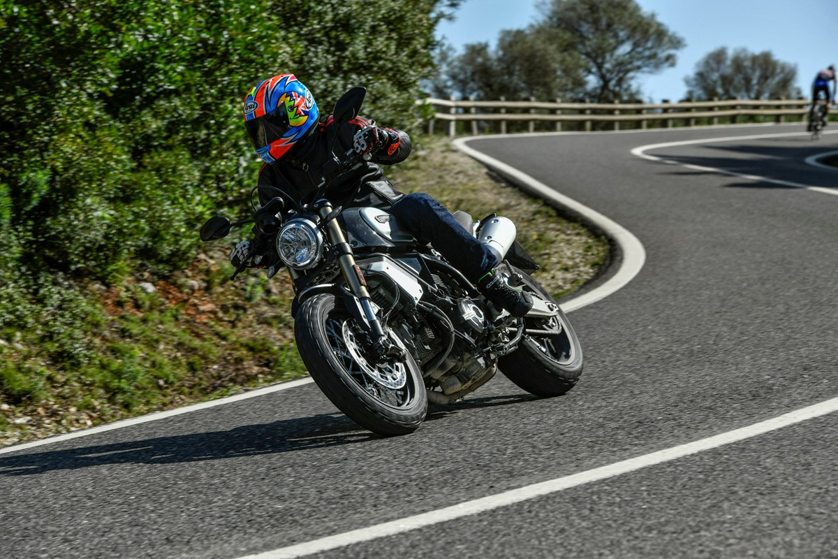 motorbike-riding-corner