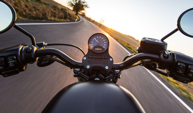 Motorbike_handlebars_on_road