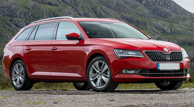Red_skoda_superb