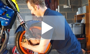 VIDEO: How to change a wheel on your motorbike