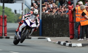 Hickman scorches to 135mph lap for senior TT win