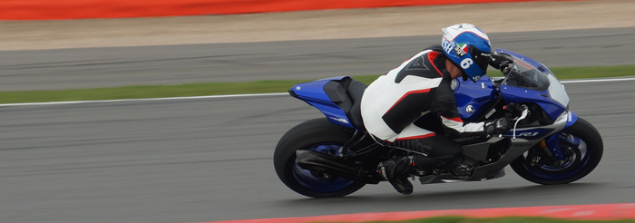 2015 YZF R1 on the track