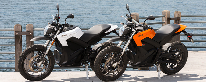 Zero-DS-electric-motorbike-in-white-and-orange-on promenade 700px slim