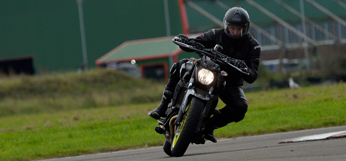 Rider at Llandow track day on the Yamaha MT-08 - a beginners feedback (header)