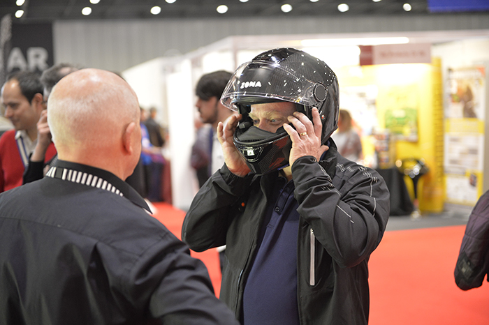 zona-motorcycle-helmet-rear-view-camera-in-use-at-mcn-london-motorcycle-show-2017-700px