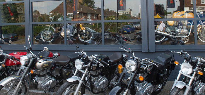 royal-enfield-dealership-on-its-launch-night-header