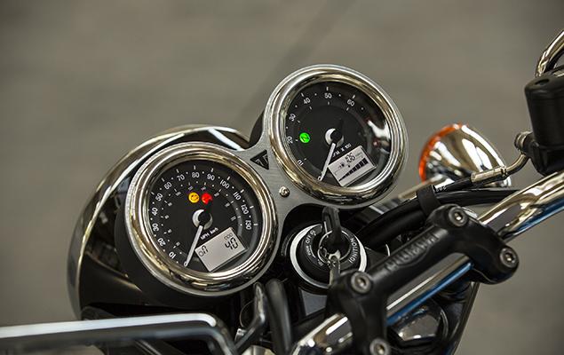Triumph T100 clocks