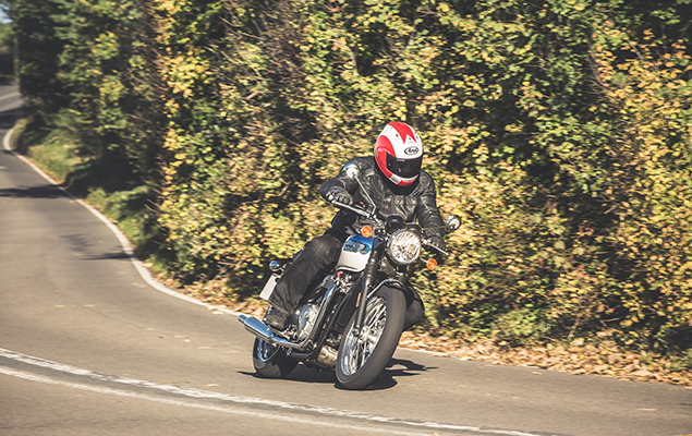 Triumph T100 turning corner