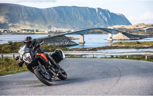 KTM-1290-Super-Adventure-S-on-open-road