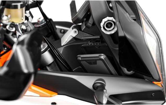 KTM-1290-Super-Adventure-S-phone-pocket