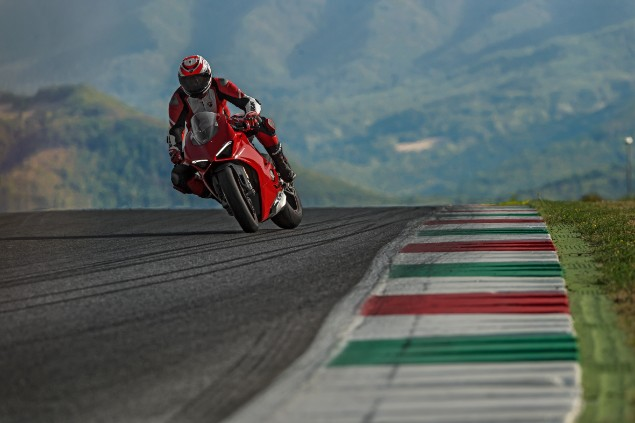 ducati-panigale-v4s-open-road