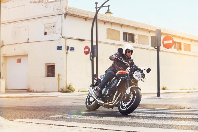 motorcyclist-riding-on-kawasaki-motorbike