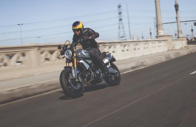 man-rading-scrambler-1199-special-on-motorway