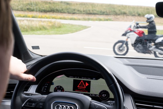 audi-q7--steering-dashboard-communicating-with-ducati-motorcycle