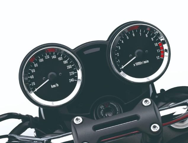 kawasaki-z900rs-motorcycle-handlebars-and-speedometer