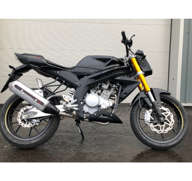 black-and-yellow-rieju-rs3-125-lc-motorbike