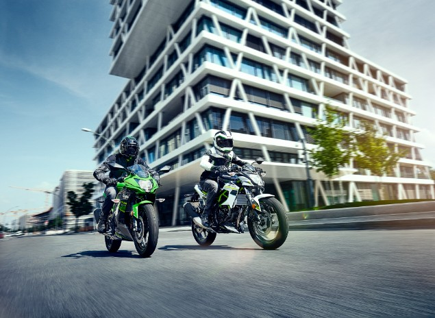 two-kawasaki-ninja-z125-motorcyles-riding-in-city