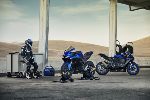 blue-yamaha-r125-bike-motorbike-black-rider-2019