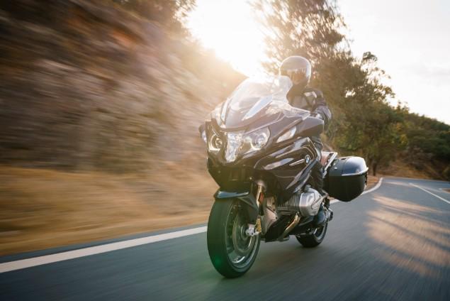 Motorcyclist-riding-BMW-R1250RT