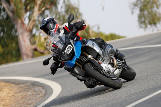 bmw-r1250gs-front-on-cornering