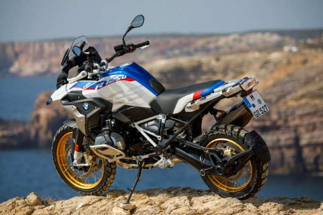 bmw-r1250gs-static-on-mountain