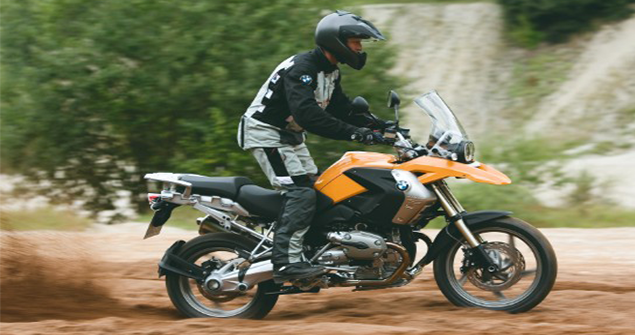 2004-orange-BMW-R1100GS-in-action