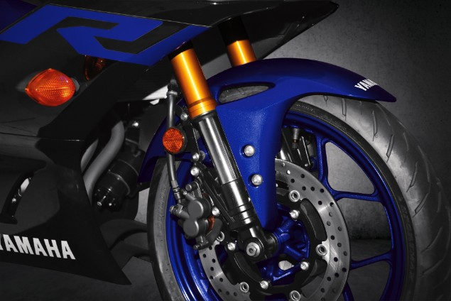 Blue-2019-Yamaha-YZF-R3-front-wheel-close-up