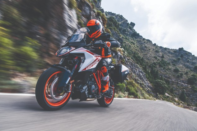 2019-KTM-1290-Super-Duke-GT-riding-past-mountains