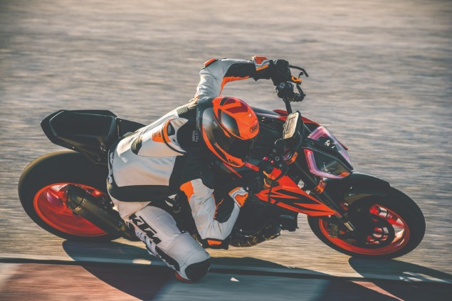 KTM-1290-Super-Duke-R-in-action