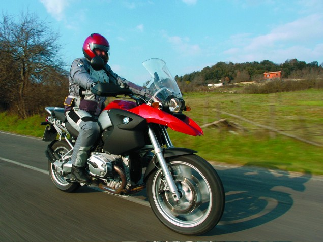 Red-BMW-R1100GS-1999-in-action