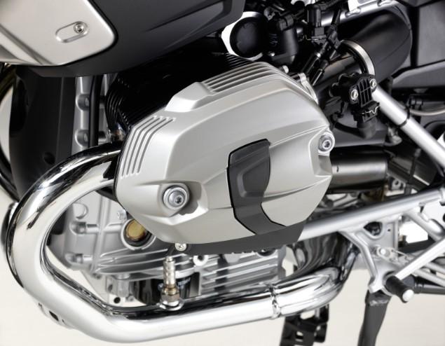 2009-BMW-R1200GS-four-engine-valve