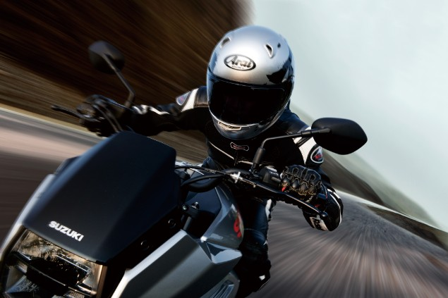 Close-up-riding-Suzuki-Katana