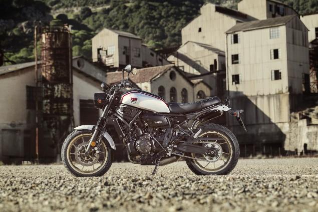 2019 XSR700 Yamaha XTribute stationary