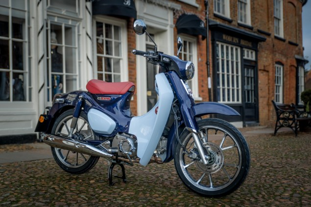 Super Cub ambient motorcycle stationary