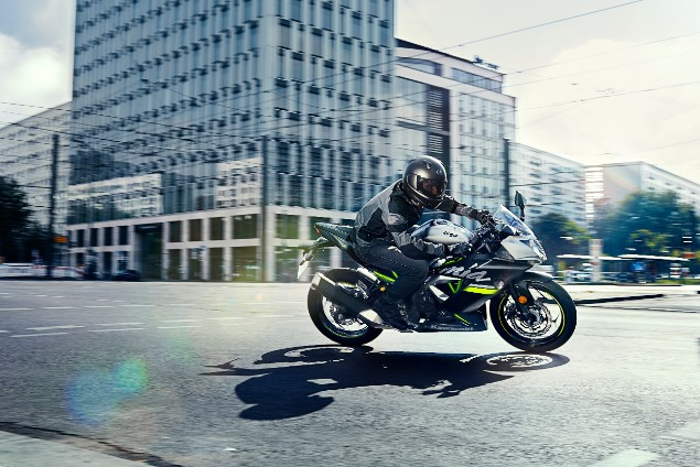 Blacl 2019 Ninja 125 motorcycle riding in city