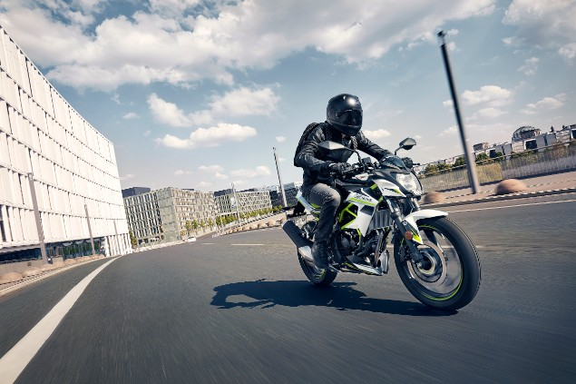2019 Kawasaki z125 motorcycle riding through city