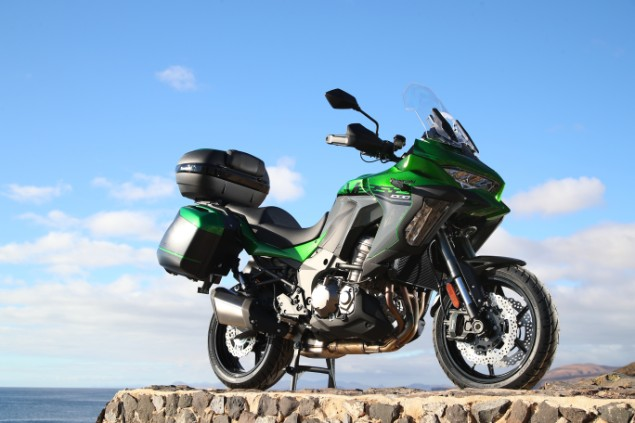 Kawasaki Versys 1000  SE stationary on cliff edge