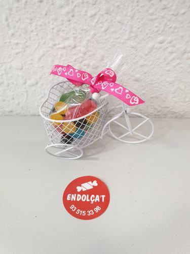 Detall dolç bicicleta forma de cor