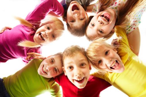 Foto av barn som ler