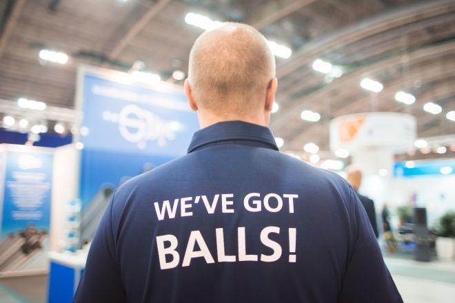 kuva miehestä jolla teksti we got balls