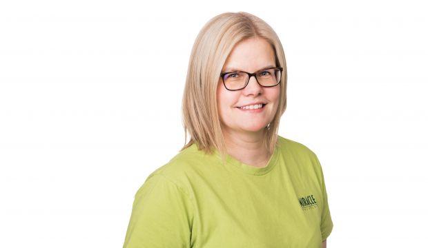 Kuvassa Miracle-palveluiden yrittäjä Mira Åfelt.