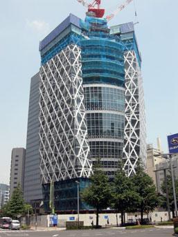 The Tokyo Mode Gakuen Cocoon Tower, designed by Kenzo Tange, rising in Shinjuku.